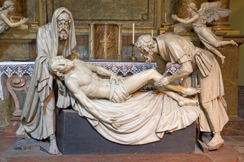 vienne-statue-de-plâtre-d-enterrement-de-jésus-avec-le-nicodemus-et-de-joseph-d-arimatea-32312058