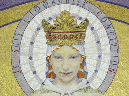 Detail-mosaique-Vierge-choeur-basilique-Notre-Dame-Rosaire-Lourdes-DR_0_445_334