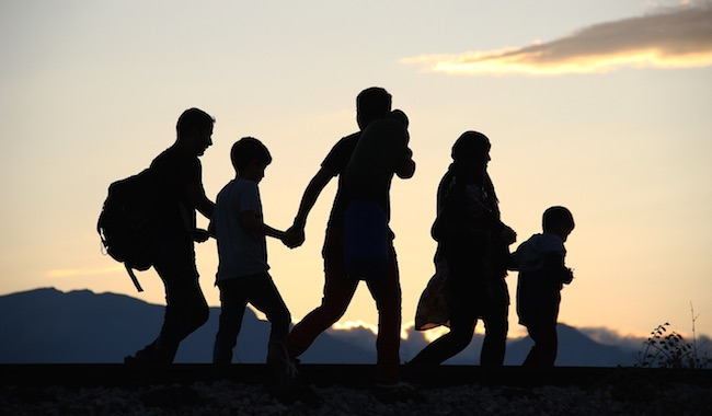 65886_migrants-famille-ombre
