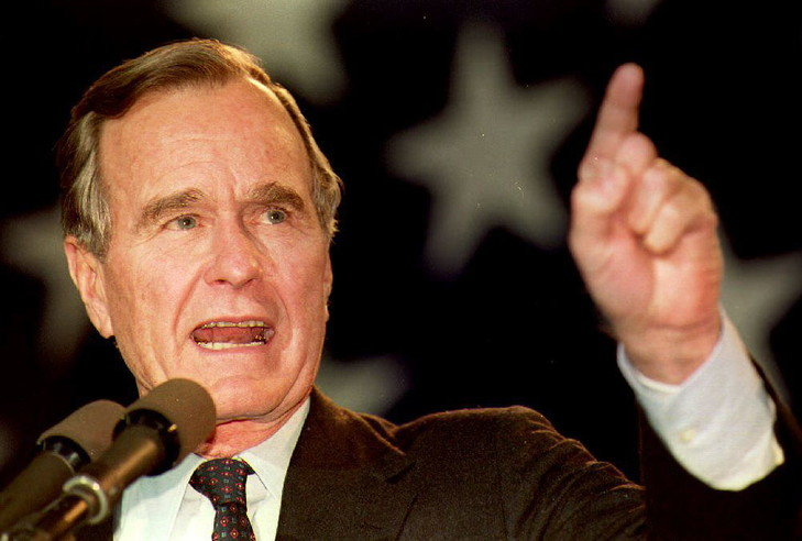 president-George-H-W-Bush-31-octobre-1992-Bridgeport-Connecticut_0_729_492