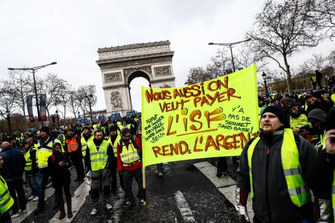 manifestation-gilets-jaunes-champs-elysees-paris-8-decembre-2018_0_729_486