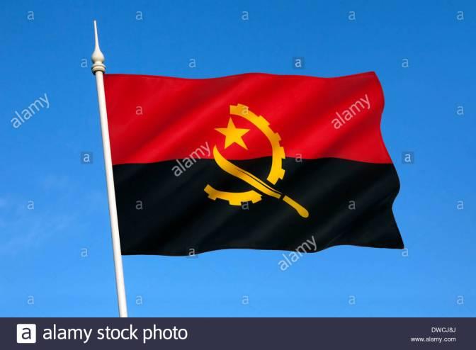 le-drapeau-national-de-langola-a-ete-utilise-lors-de-lindependance-le-11-novembre-1975-dwcj8j