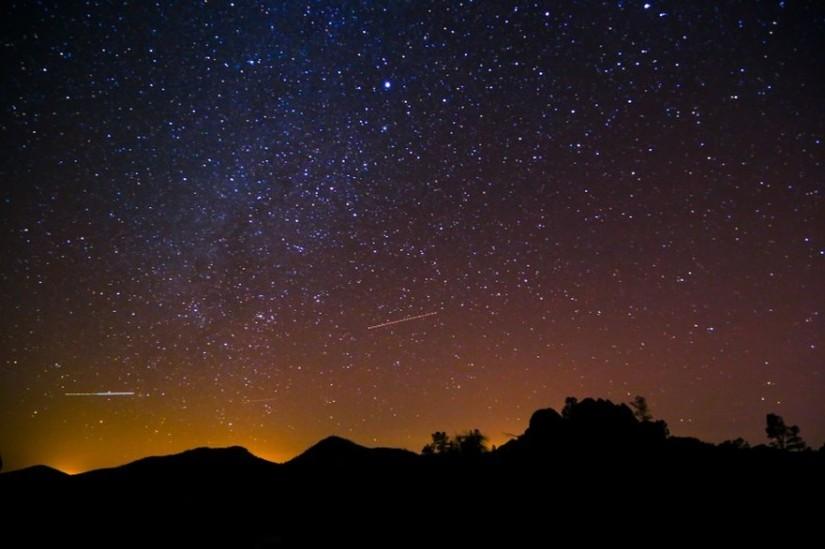7779331054_pendant-la-nuit-des-etoiles-en-aout-de-nombreux-lieux-vous-accueillent-pour-observer-la-voute-celeste