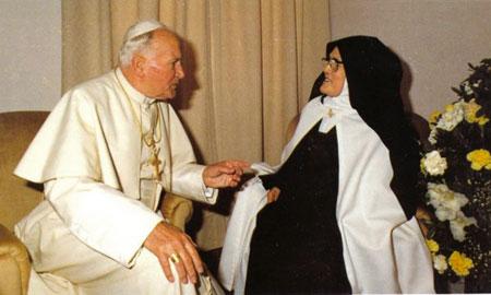 Jean-Paul-II-Lucie01