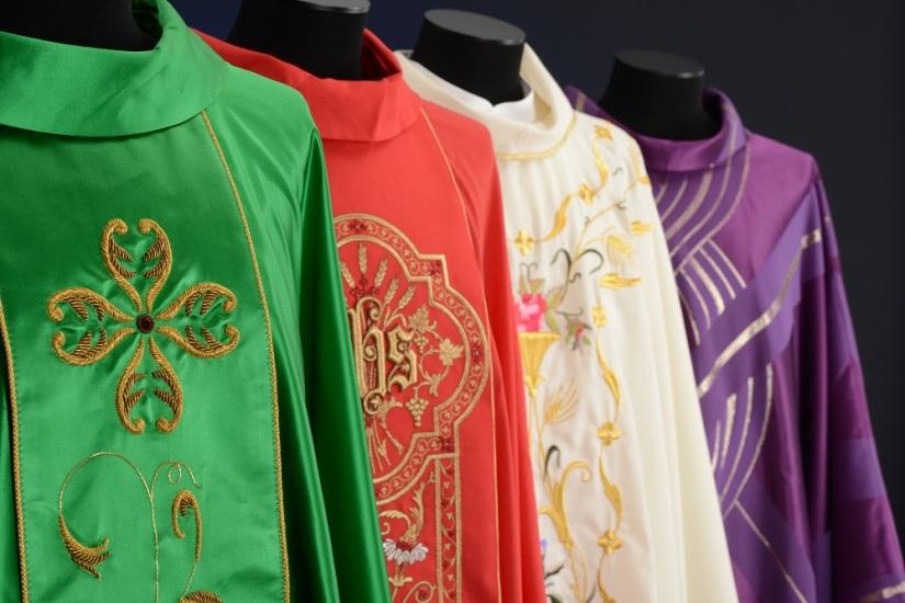 Les-couleurs-dans-la-liturgie-catholique.jpg