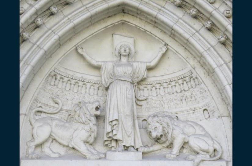 le-porche-de-l-eglise-sainte-blandine-a-lyon-photo-n-b-1479278308