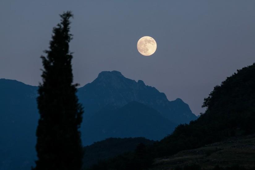 moon-182145-1920
