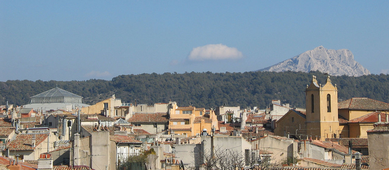 1280px-Montagne_Sainte-Victoire_towards_roofs_of_Aix-en-Provence.jpg