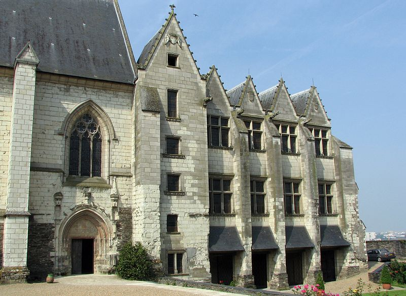 800px-Chateau_angers_chapelle_logis.jpg