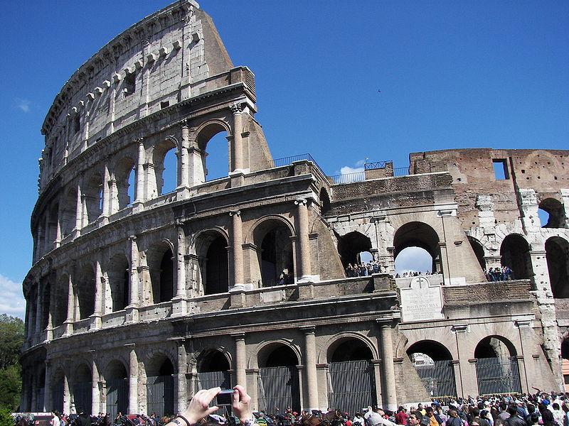 800px-Colosseum_(Rome)_14