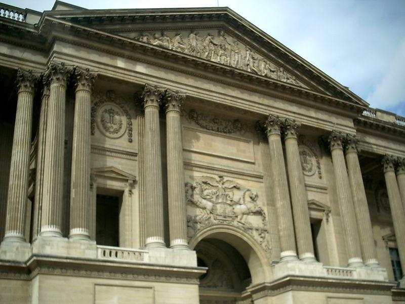 Colonnade_Louvre_détail.jpg