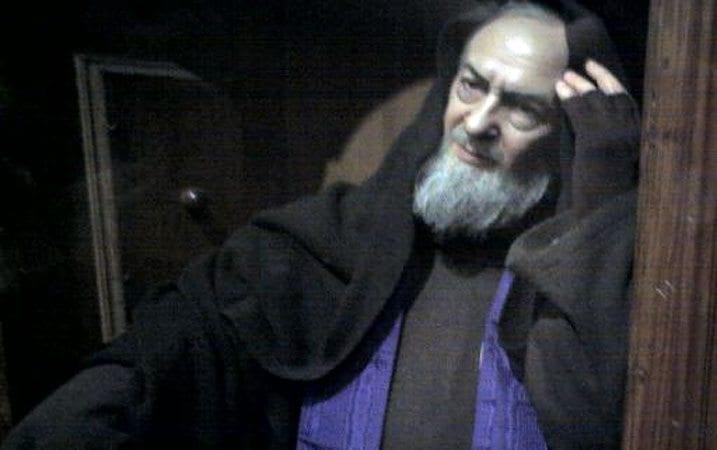 Padre-Pio-Confession