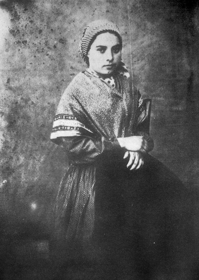 800px-Bernadette_Soubirous_en_1861_photo_Bernadou_2.jpg