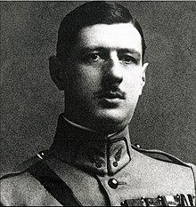 220px-Charles_de_Gaulle_vers_1922-1924