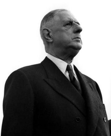 Bundesarchiv_B_145_Bild-F010324-0002,_Flughafen_Köln-Bonn,_Adenauer,_de_Gaulle-cropped