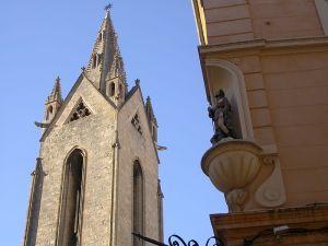 Oratoire_rue_d'Italie_et_clocher_de_l'église_Saint-Jean-de-Malte,_Aix-en-Provence,_France