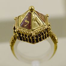 220px-Jewish_wedding_ring_MNMA_Cl20658_n2