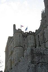 170px-Vue_depuis_rue_marchande_-_Mont-Saint-Michel_-2009-10-30_02
