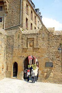France-001006B_-_Main_Gate_(14940586067)