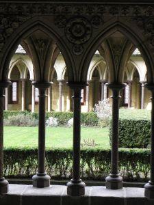 Mont-Saint-Michel_(50)_Abbaye_Cloître_01