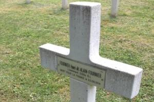 7794109162_la-stele-a-la-memoire-d-alain-fournier-dans-la-foret-de-calonne