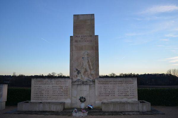 Monument_des_Roussilles_-_2