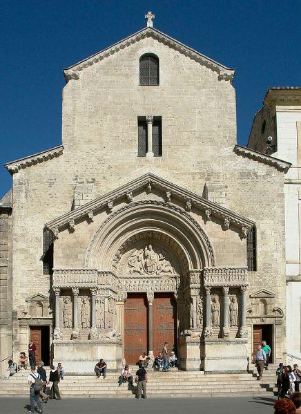 800px-Arles_kirche_st_trophime_fassade