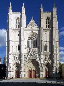 800px-Cathédrale_Saint-Pierre_de_Nantes_-_façade