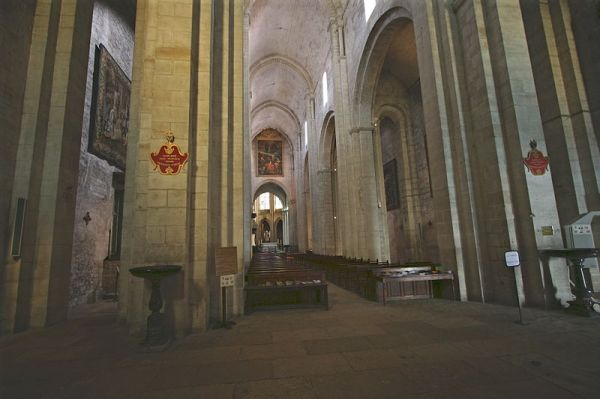 800px-Eglise-Saint-Trophime-nef-collatéral