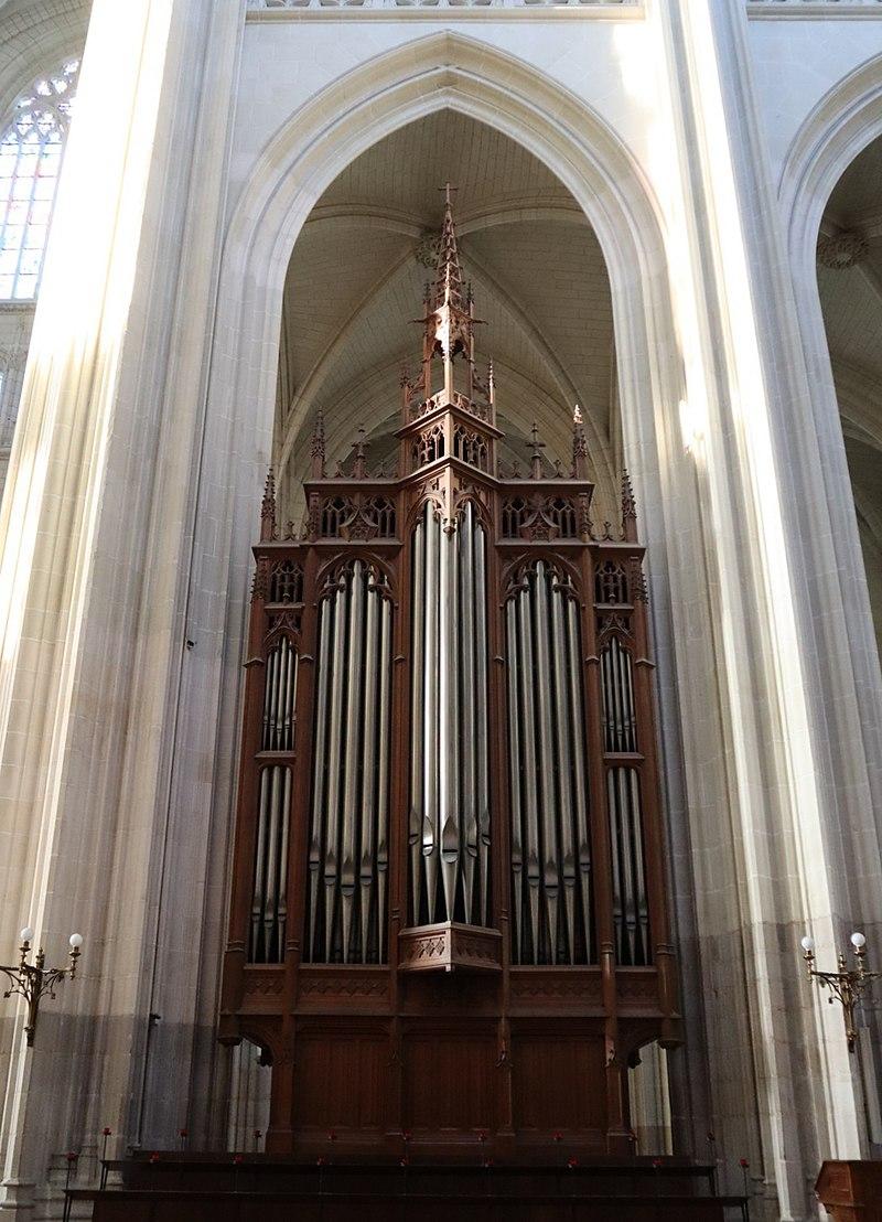 800px-Nantes_(44)_Cathédrale_Saint-Pierre-et-Saint-Paul_-_Intérieur_-_Orgue_de_chœur_-_01