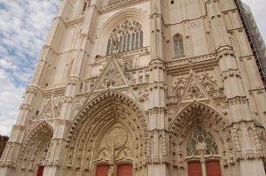 800px-Nantes_Cathédrale_Saint_Paul_Saint_Pierre_portail_renové_1163