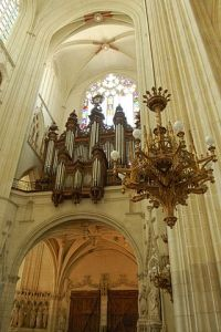 Nantes_Cathédrale_Saint_Pierre_et_Saint_Paul_tribune_buffet_orgues_candélabre_1228
