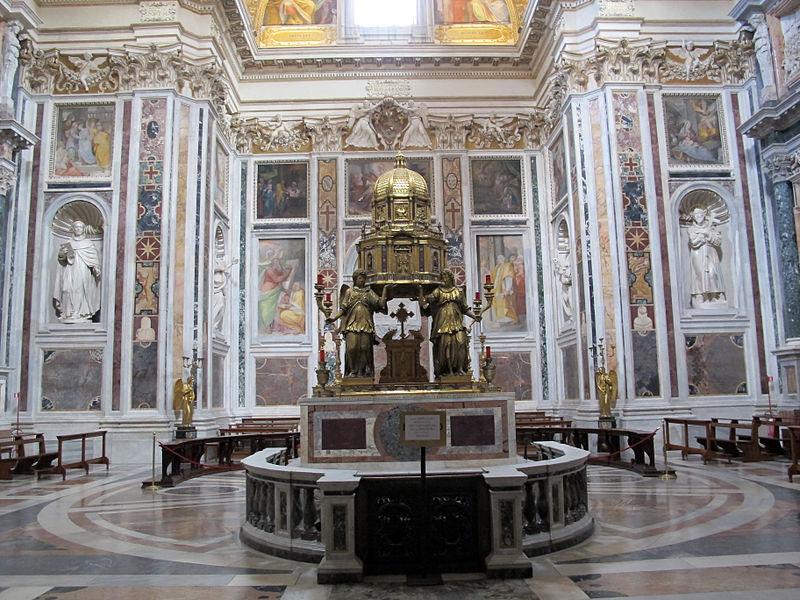 S.m._maggiore,_cappella_del_ss._sacramento_(sistina),_del_fontana_(1584-7)_con_amrmi_dal_settizionio_01