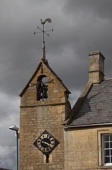 220px-Curfew_Tower_Moreton_in_marsh_(1)
