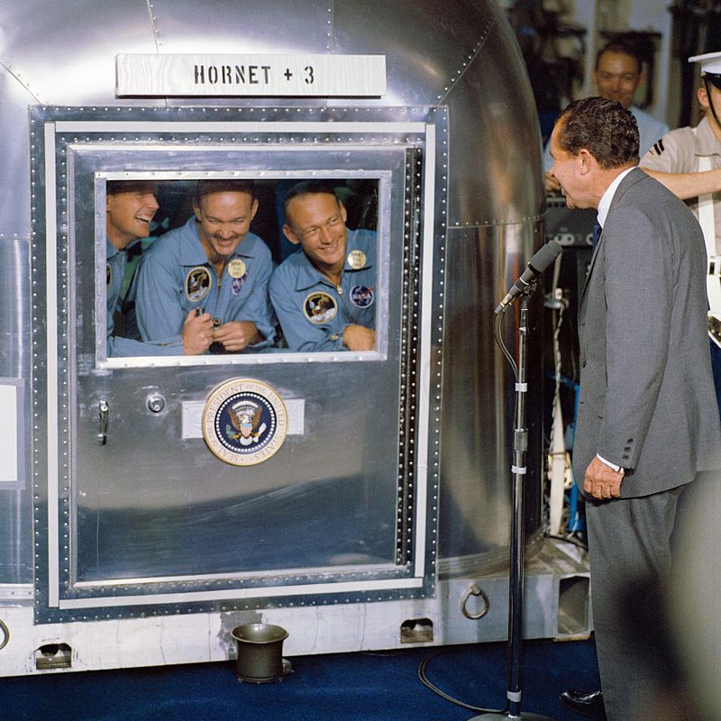 800px-President_Nixon_welcomes_the_Apollo_11_astronauts_aboard_the_U.S.S._Hornet