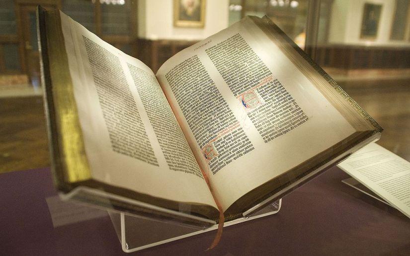1024px-Gutenberg_Bible,_Lenox_Copy,_New_York_Public_Library,_2009._Pic_01