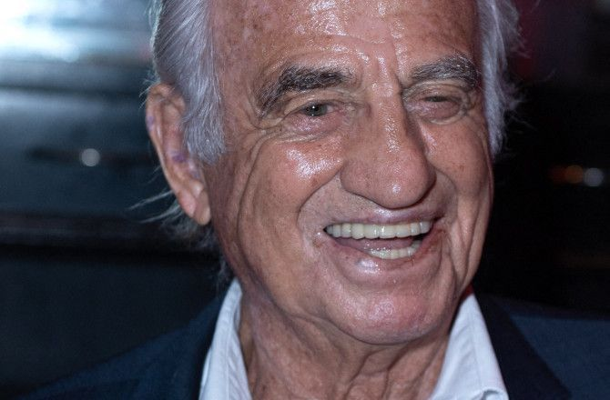 Mort-de-Jean-Paul-Belmondo-Emmanuel-Macron-Michel-Boujenah-Nikos-Aliagas-les-celebrites-lui-rendent-hommage